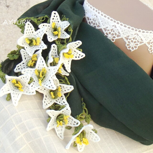 【再販】立体レース 花のコットンストール「ゆり/2辺」モスグリーンの画像1枚目