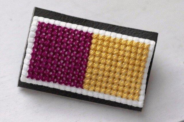 四角x2のブローチ / 紫x黄色の画像1枚目