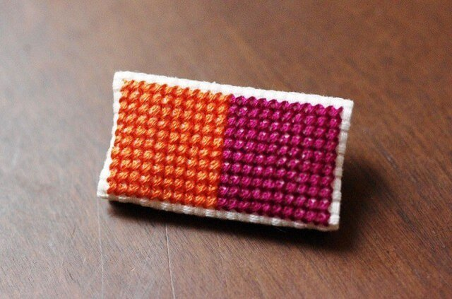 四角x2のブローチ / オレンジx赤紫の画像1枚目