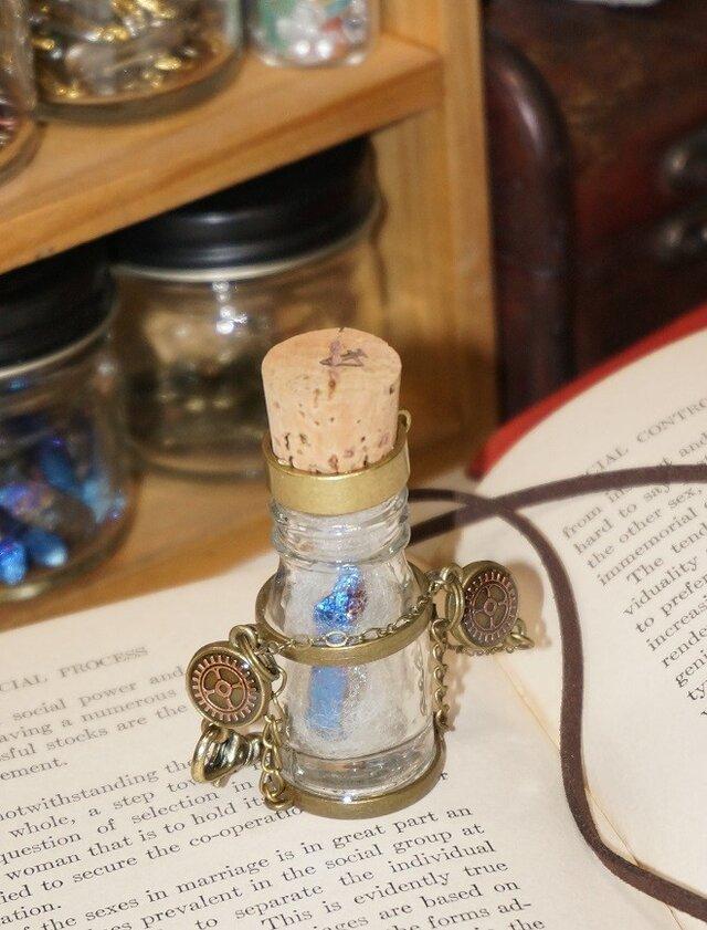 鉱物の入った小瓶のペンダント(大)の画像1枚目