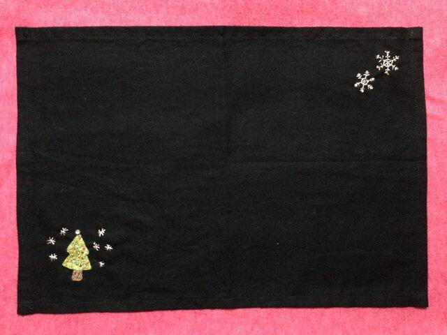 ビーズ刺繍のランチョンマット☆ホワイトクリスマスの画像1枚目