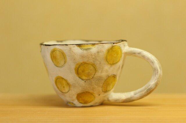 粉引き手びねり黄色のドットのカップ。の画像1枚目