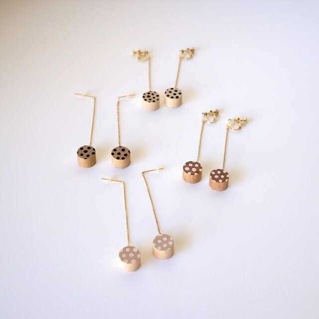 swing rondo pierce & earring - dot ( ブラック / ピンク )の画像1枚目