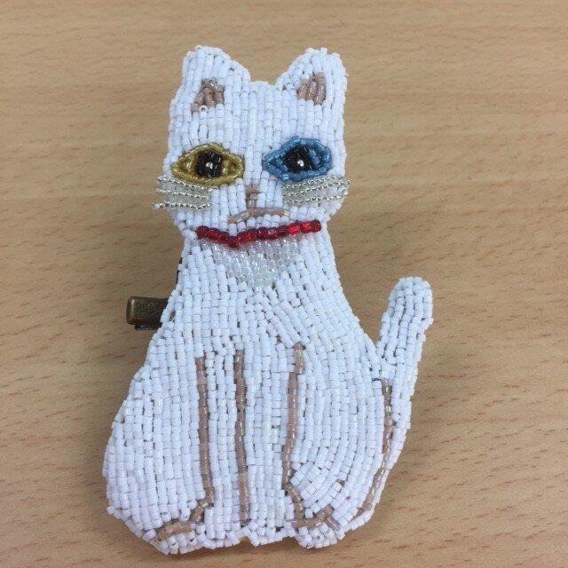 白猫オッドアイビーズブローチの画像1枚目