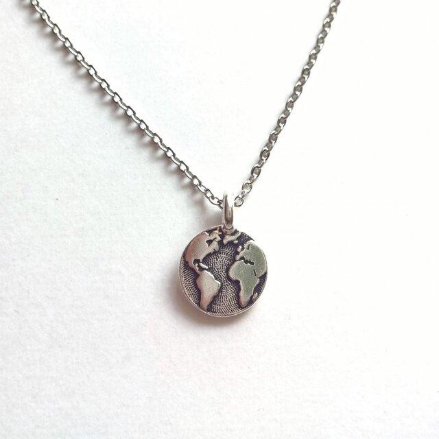 【世界地図(地球)シルバー の ネックレス】の画像1枚目