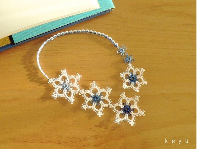 雪の結晶しおり(ほし 青+白)/タティングレースの画像1枚目