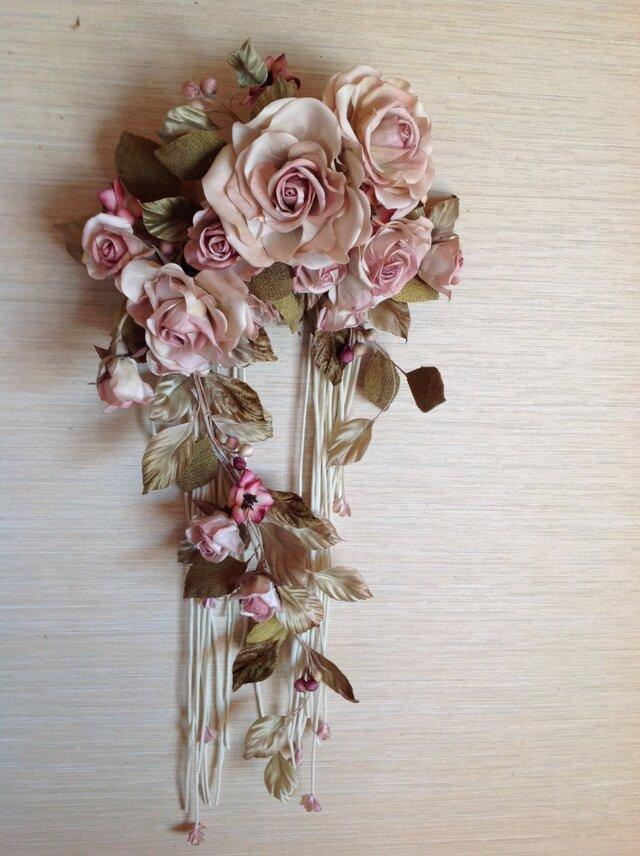 ピンク薔薇斜茎付きリースの画像1枚目