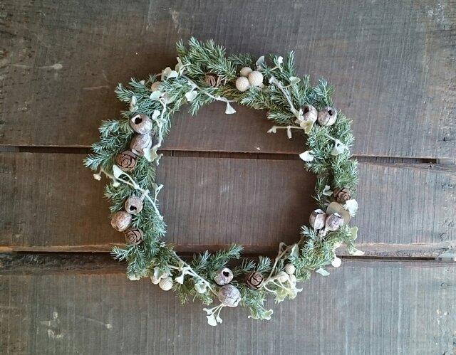 ドライグリーンと実物のクリスマスリースの画像1枚目