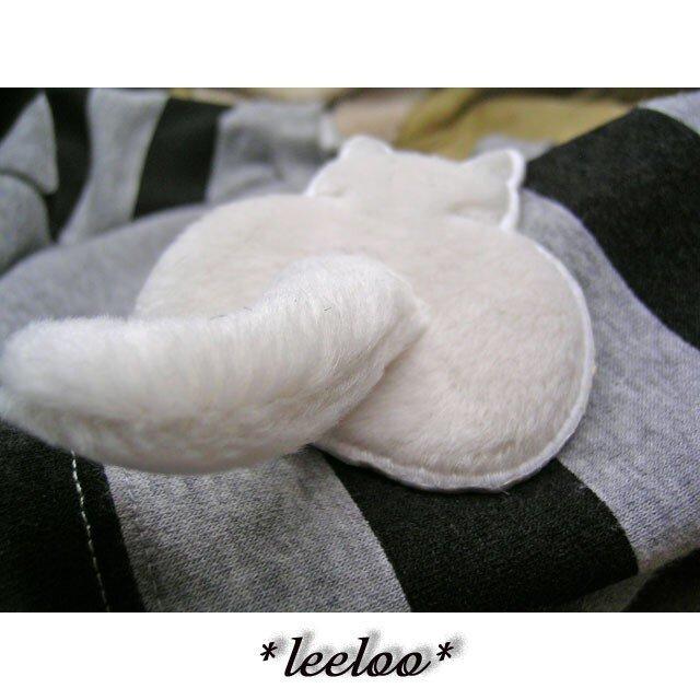 ★白猫の尻★アップリケ刺繍★猫尻尾立体ワッペン★の画像1枚目