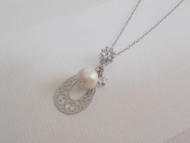 ホワイトコットンパールのネックレスの画像1枚目
