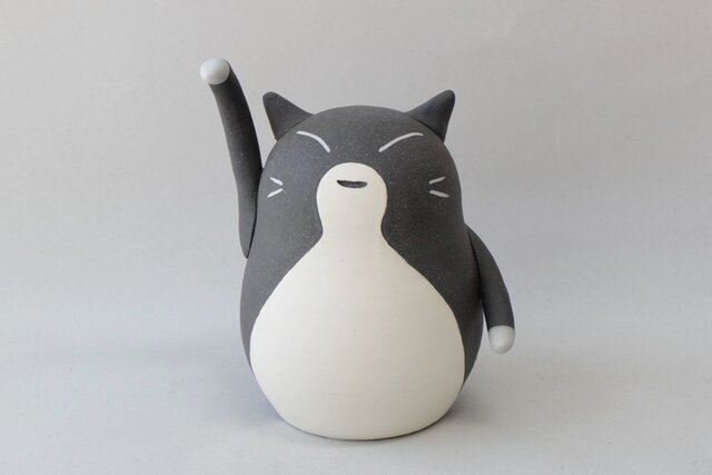 招き猫(中・右手) / 陶器の招き猫、金運を招くといわれる右手あげの画像1枚目