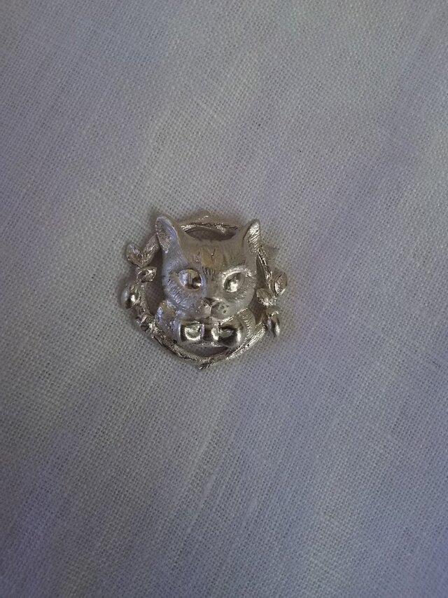 とら猫とマタタビリースのペンダントの画像1枚目