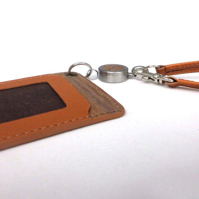 木と革のパスケース(ベルトとキーリール付)---ICカード使用可 [キャメル]の画像1枚目
