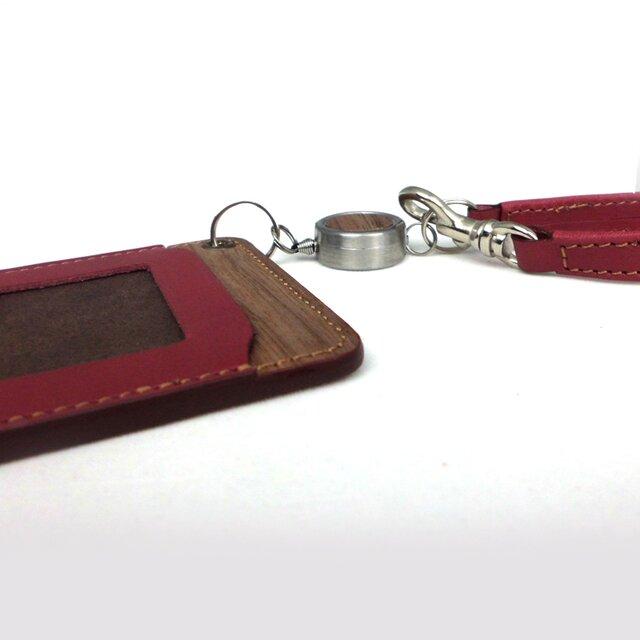 木と革のパスケース(ベルトとキーリール付)---ICカード使用可 [レッド]の画像1枚目