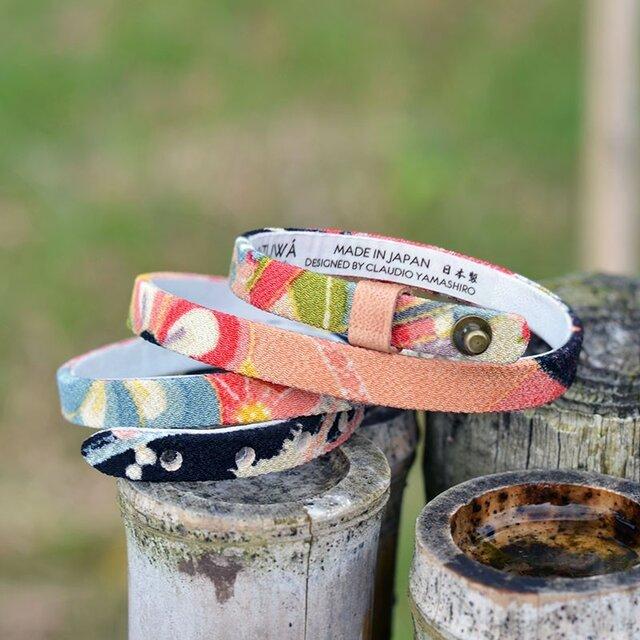 和風ブレスレット  お祝い 桃・黒  レザー 3連 Triple braceletの画像1枚目