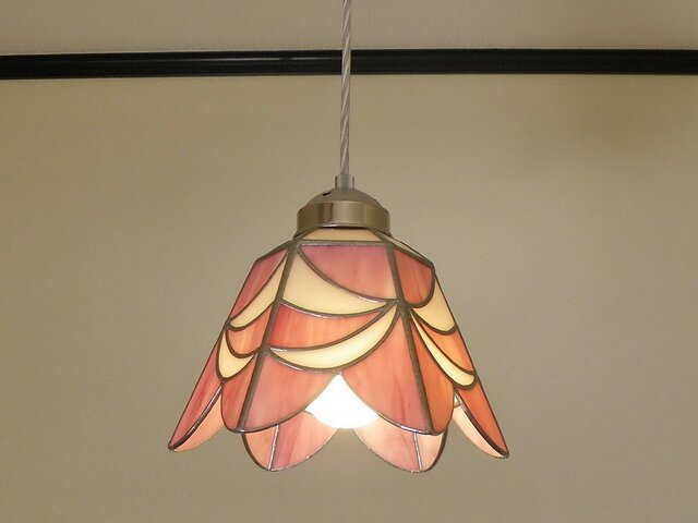 ペンダントライト・ピンクホワイトリボン(ステンドグラス)天井のおしゃれガラス照明 Lサイズ・6の画像1枚目