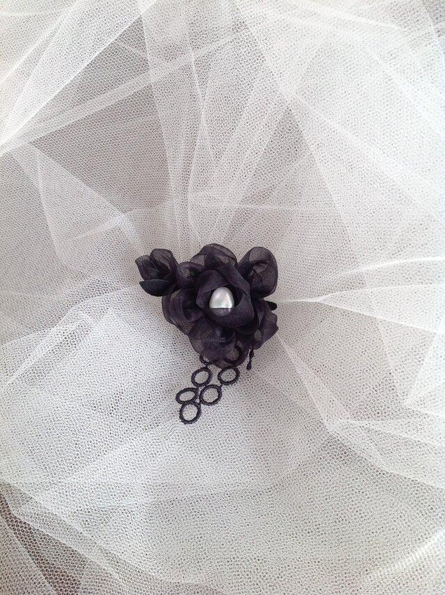 ちいさな black flower ブローチの画像1枚目