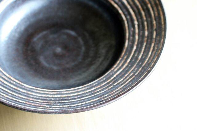 伊豆土リムストライプの大鉢(黒釉)の画像1枚目