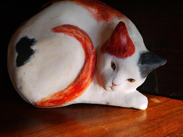 レリーフ 眠たい三毛猫     SALEの画像1枚目