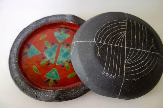 焼き〆線刻赤絵陶匣の画像1枚目