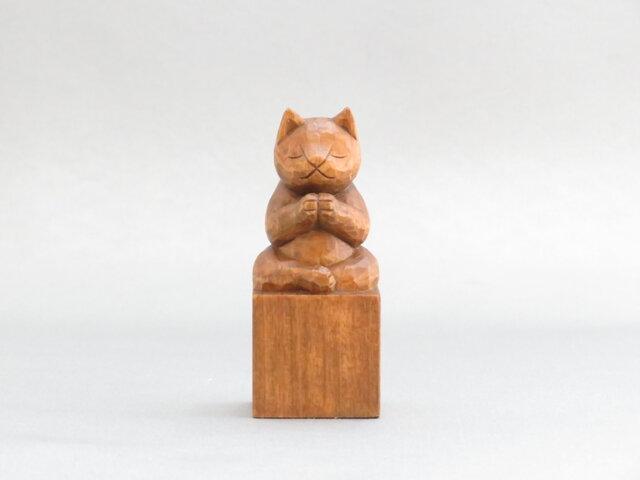 木彫り 合掌猫 蜜蝋仕上げ 猫仏1703の画像1枚目