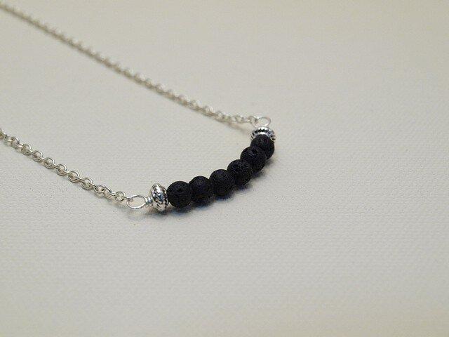 ❧6粒のネックレス❧  シンプルカラーが大人で素敵なネックレスです ブラック の画像1枚目