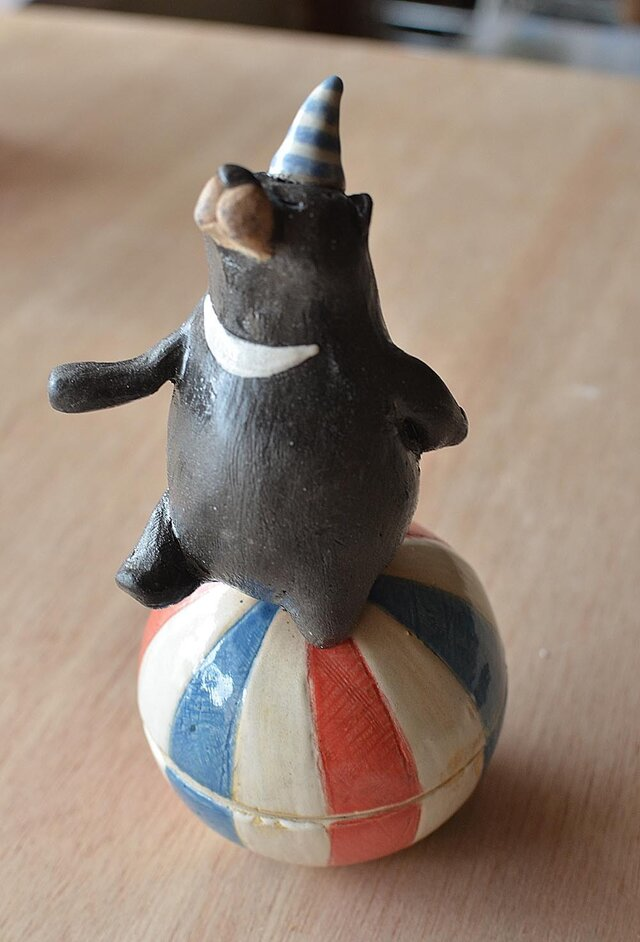 玉乗りクマの小物入れの画像1枚目