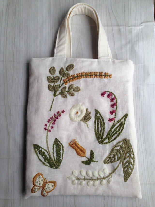 刺繍のミニバッグの画像1枚目