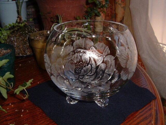 牡丹の花器  ~手彫りガラス~の画像1枚目