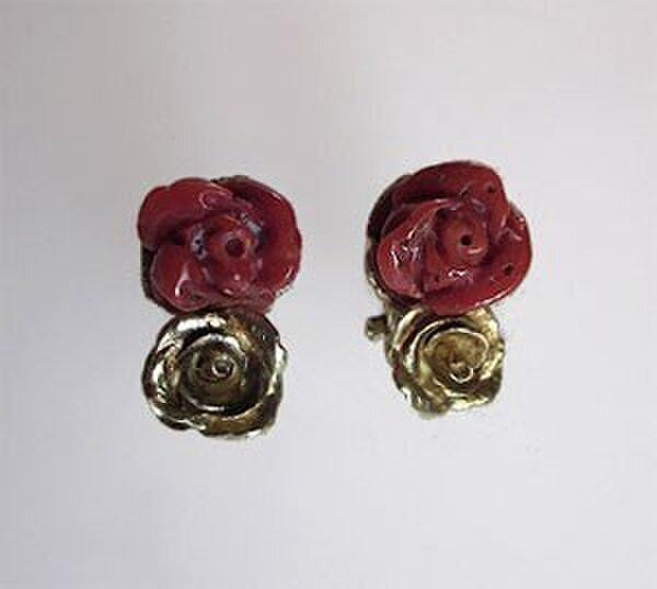 天然血赤サンゴの薔薇カメオ K18イヤリングの画像1枚目