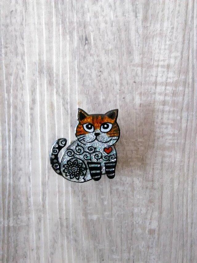 【SALE】猫のピカピカブローチの画像1枚目