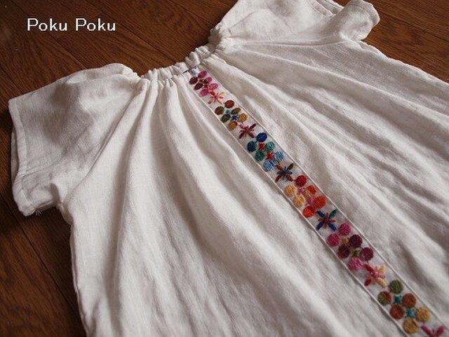 お花刺繍のギャザースモック☆80の画像1枚目