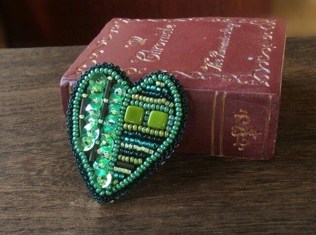 再販*ハートのブローチ~心に緑を~の画像1枚目