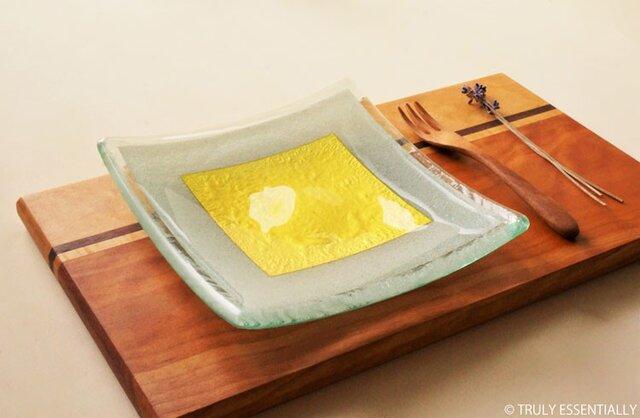 ガラスの角皿 -「 金色のガラス 」● 17cm角・金色の画像1枚目