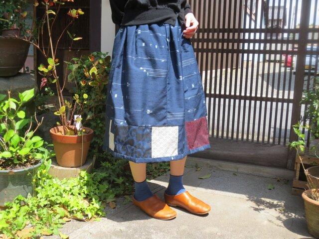 着物リメイク☆藍流水織り紬地に…シックにパッチふんわりスカート♪の画像1枚目