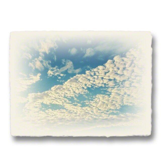 かわいい和紙の立体アートパネル「青空と輝くうろこ雲」(18x13.5cm)の画像1枚目