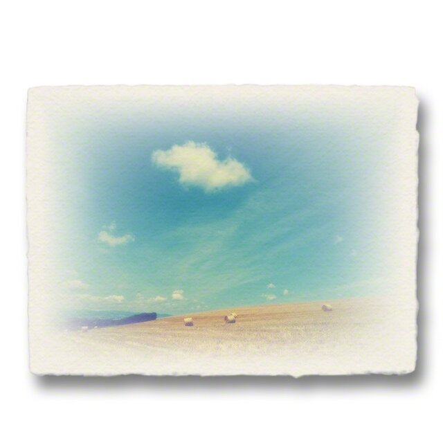 かわいい和紙の立体アートパネル「牧草ロールの丘の上に浮かぶ雲」(18x13.5cm)の画像1枚目