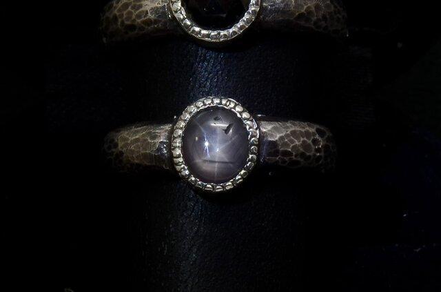 モノクロームのリング(ブラック・スター・サファイア)の画像1枚目