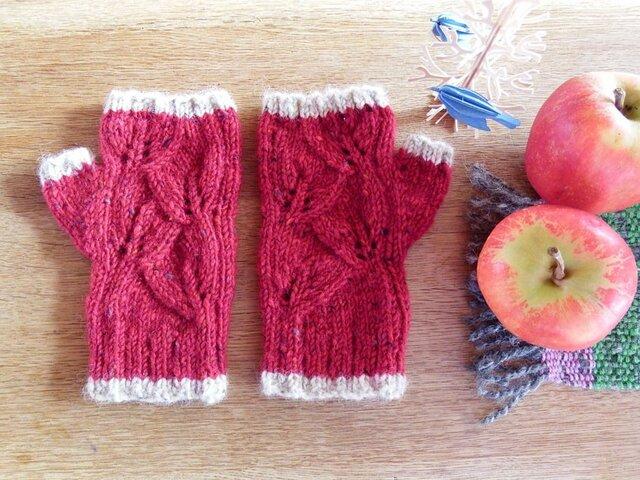 羊毛100% 葉っぱ模様の指なし手袋「リーフ」/ Hawthorn(サンザシ)の画像1枚目