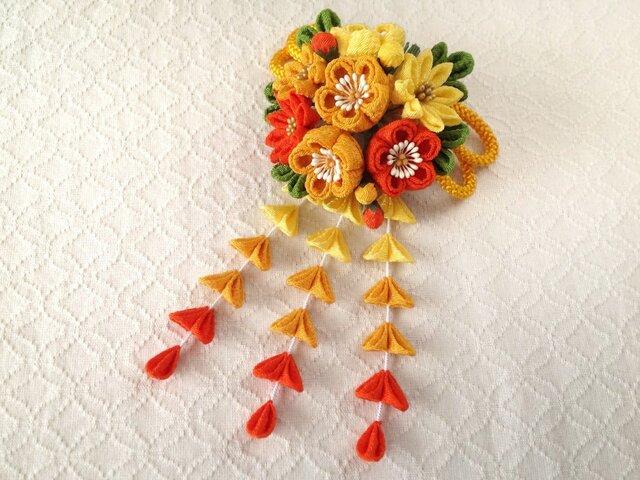 〈つまみ細工〉藤下がり付き梅と小菊と江戸打ち紐の髪飾り(レモンと山吹と橙色)の画像1枚目