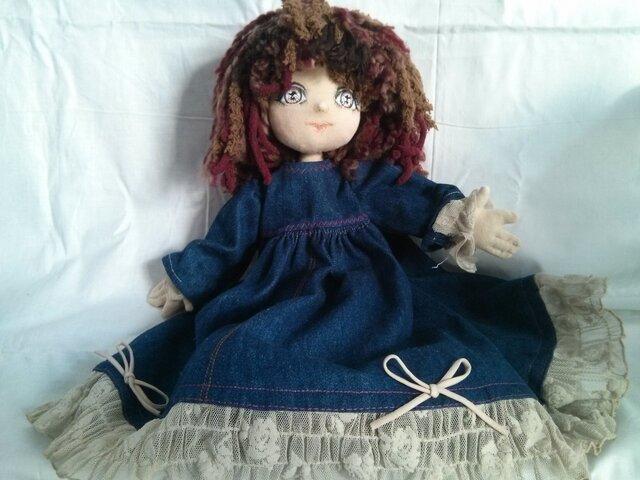 カナダからお届け。布製なのにまるでアンティークドールの様なお人形。の画像1枚目