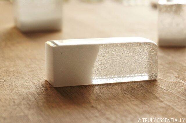 純白透明ガラスのインテリアオブジェ -「 白のかおり 」● 幅約7.5cmの画像1枚目