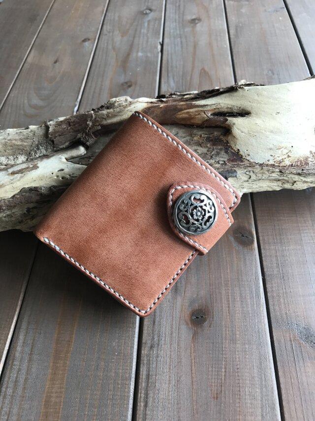 ハーマンオークレザーを使った二つ折り財布 コンチョ付きの画像1枚目