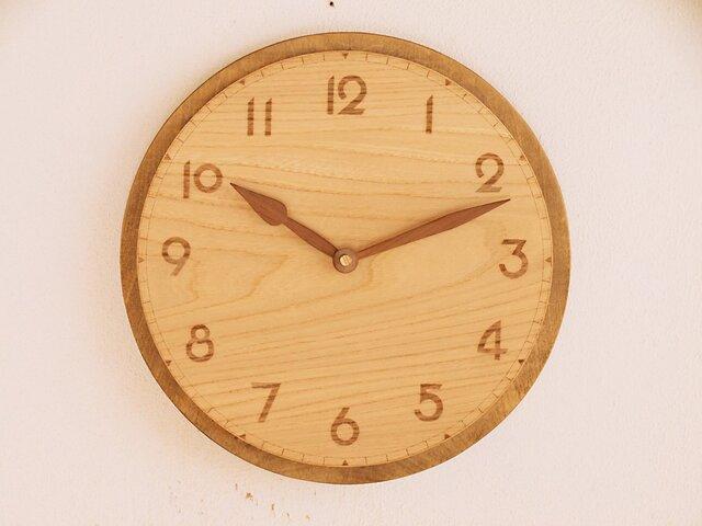 古い雰囲気の掛け時計4の画像1枚目