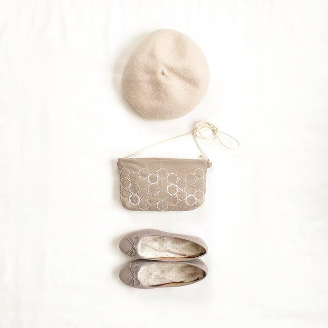 クラッチバッグ[花蕾]砂色×綿色の画像1枚目