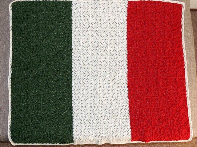 冬糸で仕上げたイタリア国旗のブランケットの画像1枚目