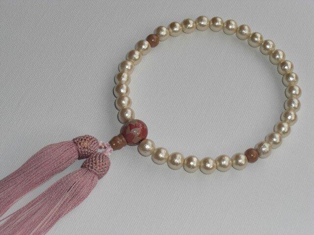 コットンパールとサクラの花蒔絵のお念珠の画像1枚目