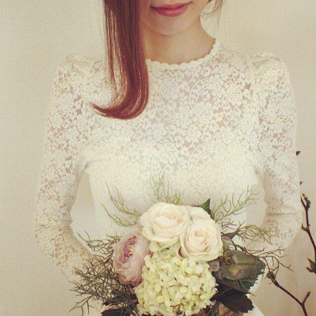 森の結婚式♡バラのナチュラルブーケとブートニアの画像1枚目