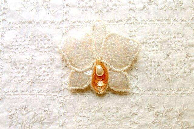 上品な輝き 白いカトレアのブローチの画像1枚目