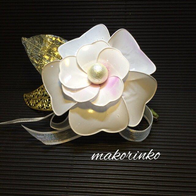 コサージュ  ー清楚ー  白椿カメリアの花の画像1枚目